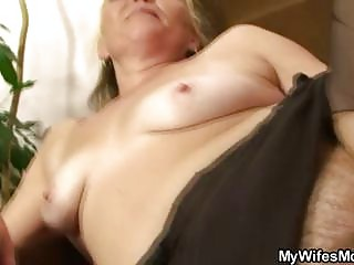 concupiscent granny opens hirsute cookie for sexy