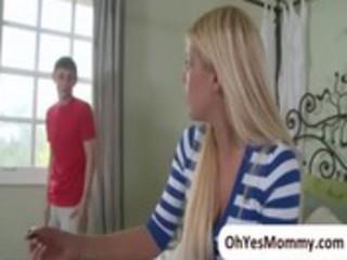 mature stepmom jenna moore is seducing her