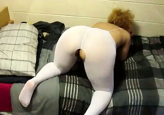 wife is showing her big arse in spandex