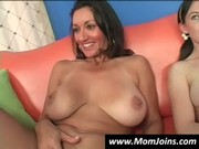 Mom-and-daughter-do-the-same-guy-hi_03